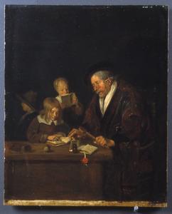 Interieur met een schoolmeester die een kind leert lezen, met twee andere kinderen op de achtergrond