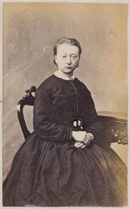 Portret van een vrouw uit familie Houtsma, mogelijk Berbera Houtsma (1840-1928)