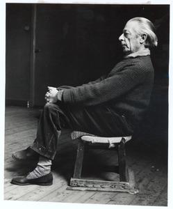 Portret van Raoul Hynckes, zittend
