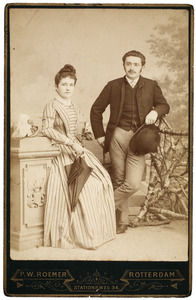 Portret van Gerardus Cornelis van den Bos (1867-1956) en Rieniera Jacoba Maria Frederika Meeuwisse (1871-1935)