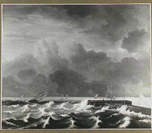 Schepen in een storm voor de kust met rechts een havenhoofd