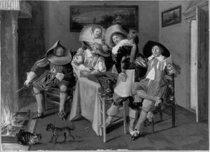 Vrolijk rokend, drinkend en triktrakspelend gezelschap in een interieur