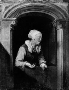 Oude vrouw in een deuropening