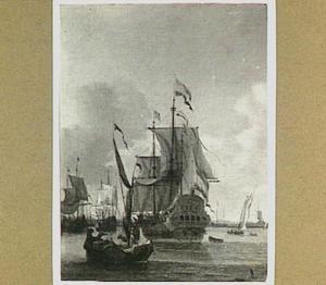 Hollands fregat in een haven met rechts een molen