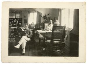 R.N. Roland Holst en H. Roland Holst in hun woning te 's-Graveland