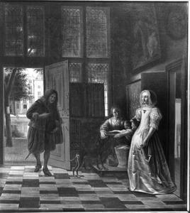 Interieur van een voorhuis met een jonge man in de deuropening, een jonge vrouw en een dienstmeid