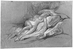 Liggende naakte vrouw op bed