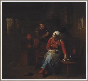 Jonge vrouw die een pijp stopt, met rokende boeren in een interieur