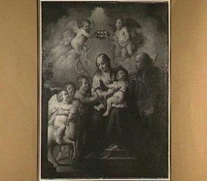 De H. Familie met Johannes de Doper als kind met engelen