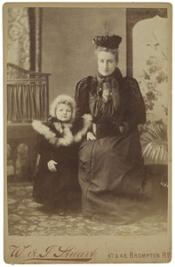 Dubbelportret van Marie Jeanne von Hemert (1868-1933) & Carolina Bienfait (1891-1919)