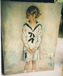 Meisje in gestreepte jurk