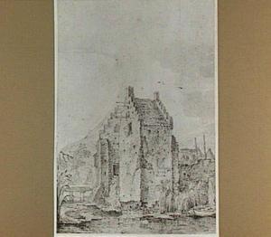 Voorburcht van kasteel Waardenburg, aan de Waal tegenover Zaltbommel, gezien vanuit het zuidwesten