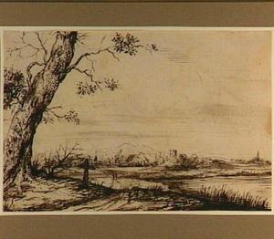 Rivierlandscchap met links een grote boom en een kruis