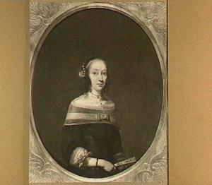 Portret van een vrouw met een waaier in haar hand