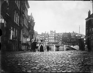 De Looiersgracht met uitzicht op de Prinsengracht te Amsterdam
