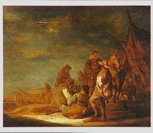 Rustende soldaten voor een tent