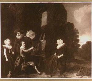 Groepsportret met in het midden een schilder achter zijn ezel