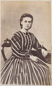 Portret van een vrouw uit familie Drager