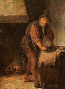 Oude man die een bord afdroogt