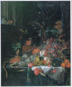 Interieur met een stilleven van vruchten op een deels met een kleed bedekte plint, een roemer en een wijnglas op een kist en in een vensterbank een puttertje
