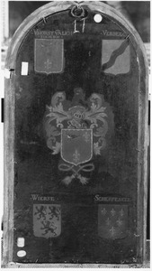 De wapens van Van Horst Van Lichtenberch, Verbeec[k?], Wierse en Scherpeseel (op de voorzijde: De H. Petrus met stichter en zijn zonen)