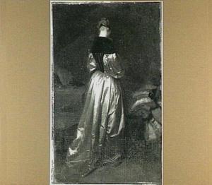 Staande vrouw in interieur