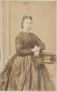 Portret van een vrouw uit familie Simon