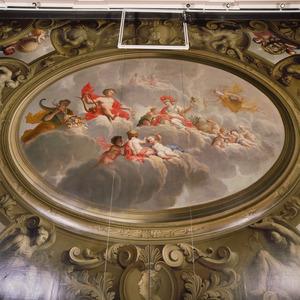 Allegorie in betrekking tot de overvloed, wetenschap en kunsten omgeven door een kader in grisaille