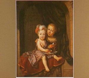 Portret van twee kinderen in een venster