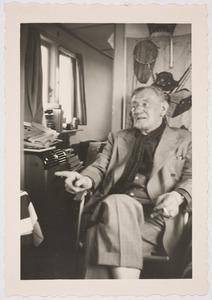 Fiedler op bezoek bij de kunstschilder Frans Hazeveld, Kortenhoef