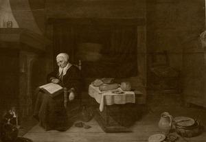 Slapende oude vrouw met een boek op haar schoot, in een interieur
