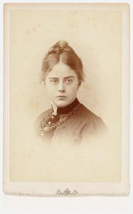 Portret van mew. Constantia Louise van der Muelen (1863-1935)