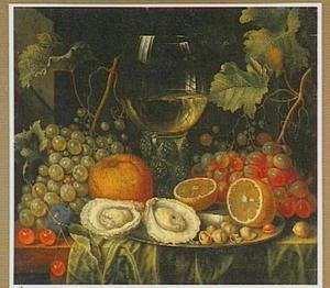 Stilleven met oesters, vruchten en een roemer