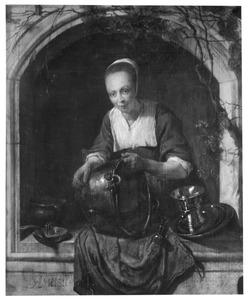 Jonge vrouw een kookpot schrobbend in een vensternis