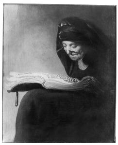 Kniestuk van een lezende oude vrouw