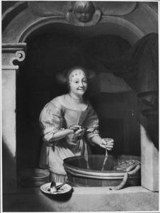 Lachende jonge vrouw in een vensternis bezig met het bereiden van worst