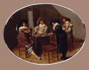 Rokende en drinkende mannen in een interieur