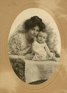 Portret van Louise Eugenie Scheuer (1877-1937) en Johannes Feikema (1909-1977)