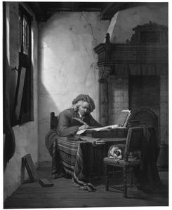 Schrijvende oude man in een interieur