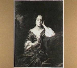 Portret van een vrouw, zittend en leunend op haar linker arm