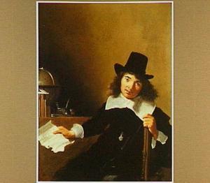 Portret van een jongeman die een brief toont