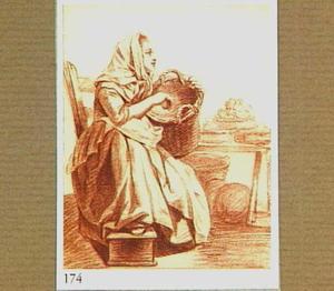 Zittende vrouw met mand naast een tafel met vruchten