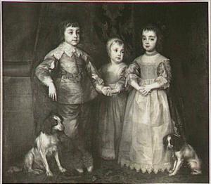 De drie oudste kinderen van Karel I, staande met twee spaniëls