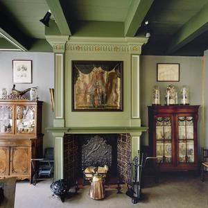 Vroeg 18de eeuwse schoorsteenbetimmering met schildering