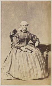 Portret van een vrouw uit familie Van Otten