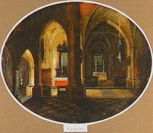 Interieur van een kerk bij nacht