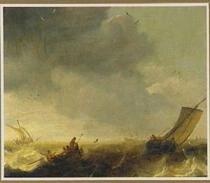 Schepen op woelige zee met linksvor een roeiboot