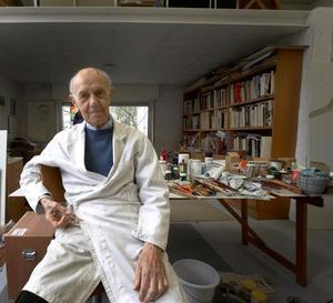 Portret van Roger Raveel in zijn atelier