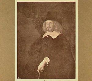 Portret van een man met een wandelstok