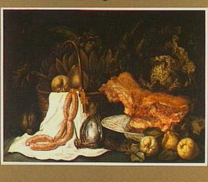 Stilleven van vlees, snip, worstjes en vruchten